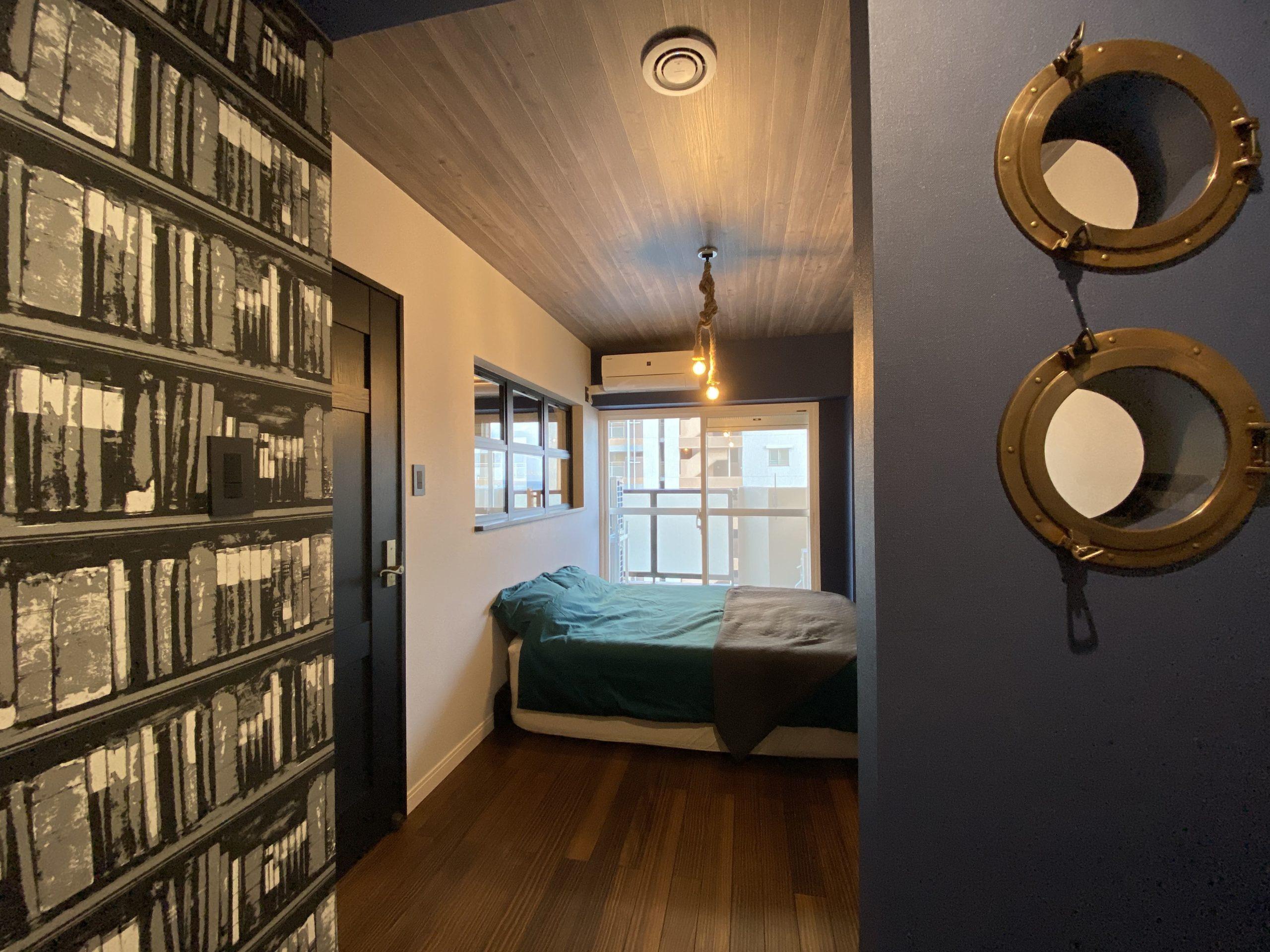 【明石市】海が見えるお部屋「ヴィンテージリゾート」明石アーバンライフ619号室。BEDROOMから続く書斎をつくり、おやすみまでのじぶん時間を有意義に使える大人デザイン。