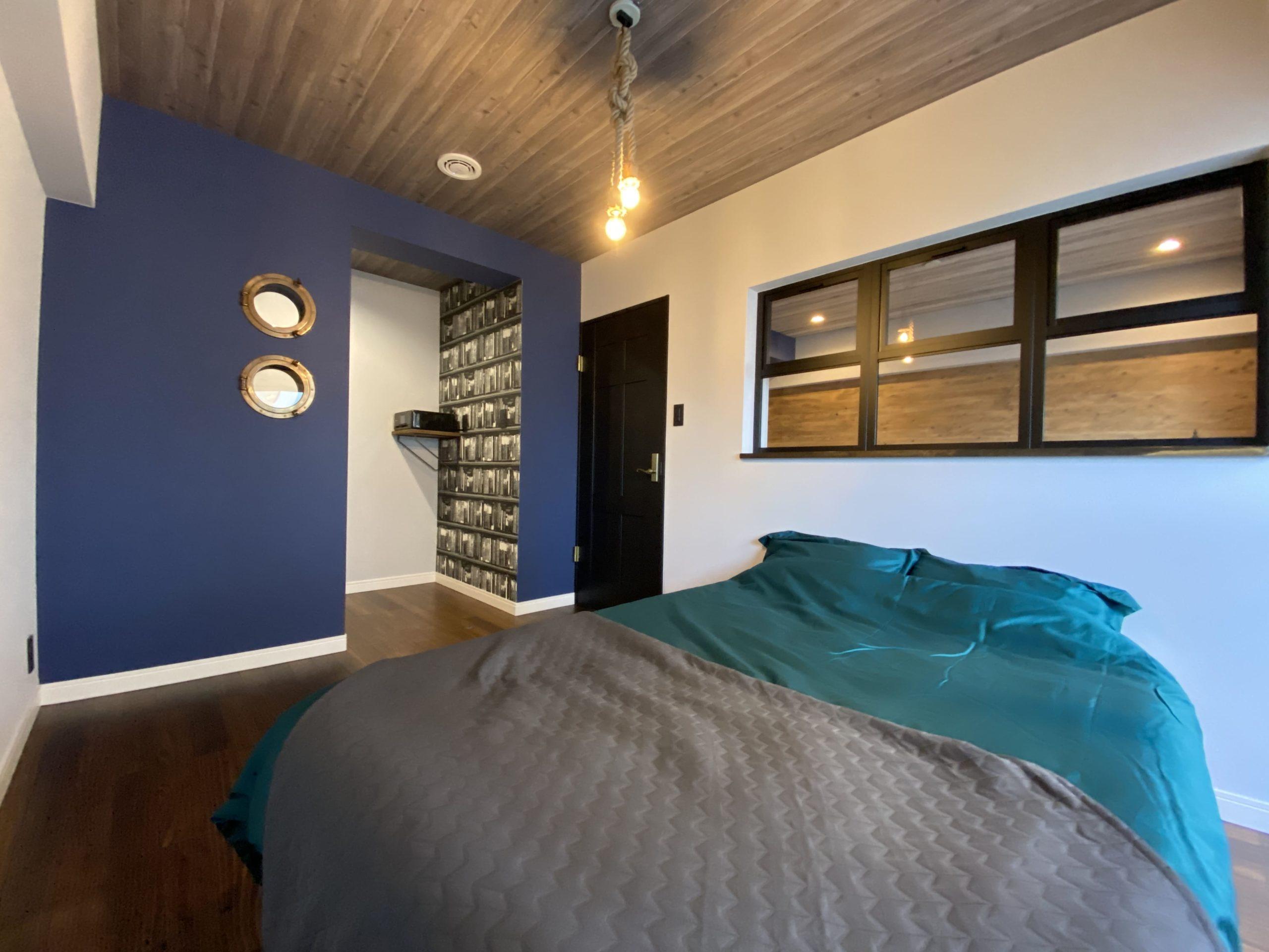 【明石市】海が見えるお部屋「ヴィンテージリゾート」明石アーバンライフ619号室。船室のような空間を演出する書斎の丸窓は他ではあまり見ない珍しいアイテム。