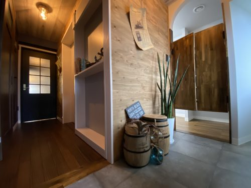 【明石市】海が見えるお部屋「ヴィンテージリゾート」明石アーバンライフ619号室。ステージング後の玄関